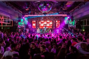 audience-band-celebration-discotheque