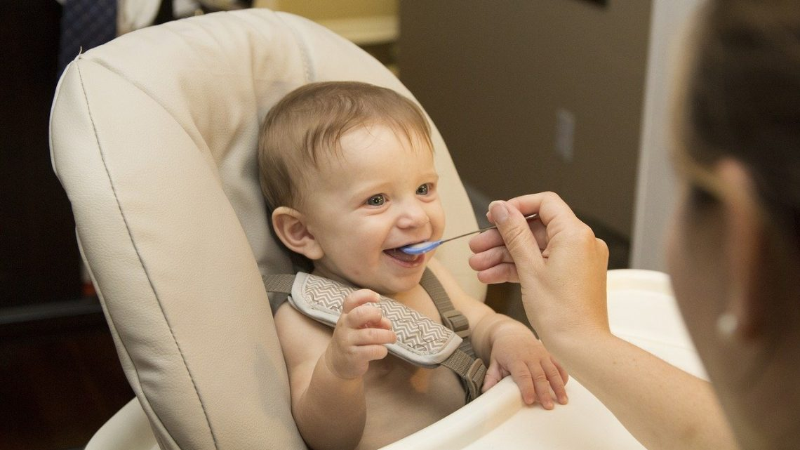 Alimentation de bébé : l'introduction de nourriture solide